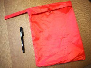 袋の大きさをペンで比較