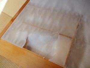 障子紙を水で濡らしたところ
