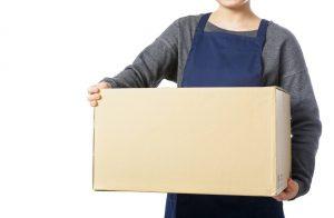 荷物を運ぶ業務